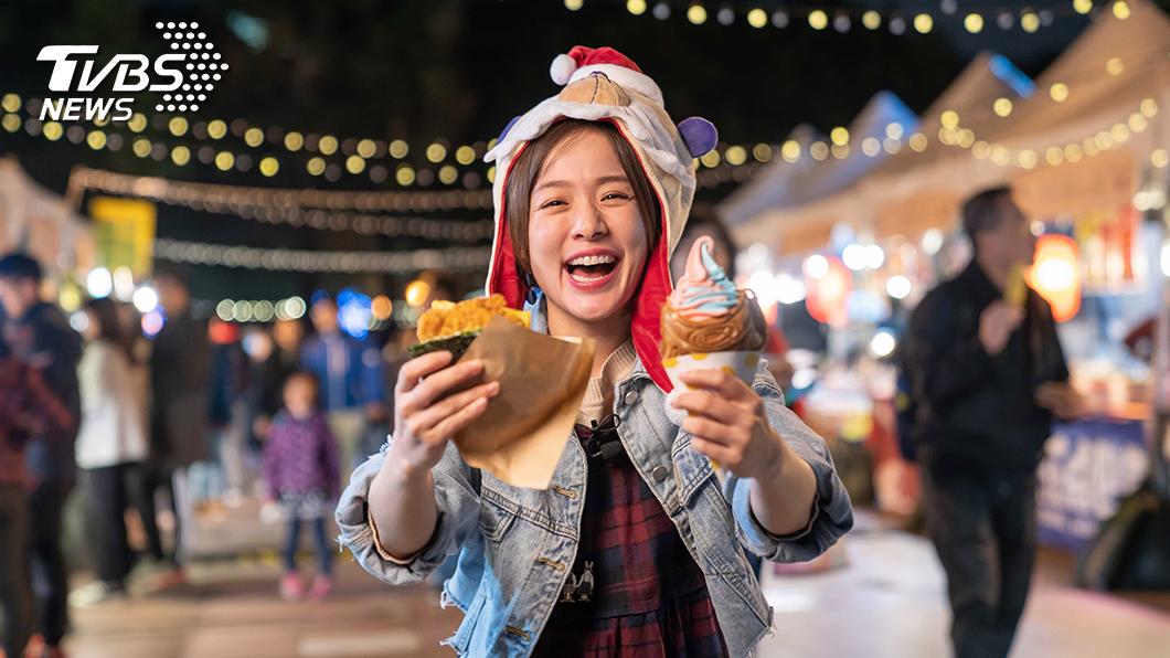 食尚玩家林彥君逛新北歡樂耶誕城 站前市集。圖/TVBS 林彥君逛新北歡樂耶誕城狂吃 靠一周騎單車五天減脂