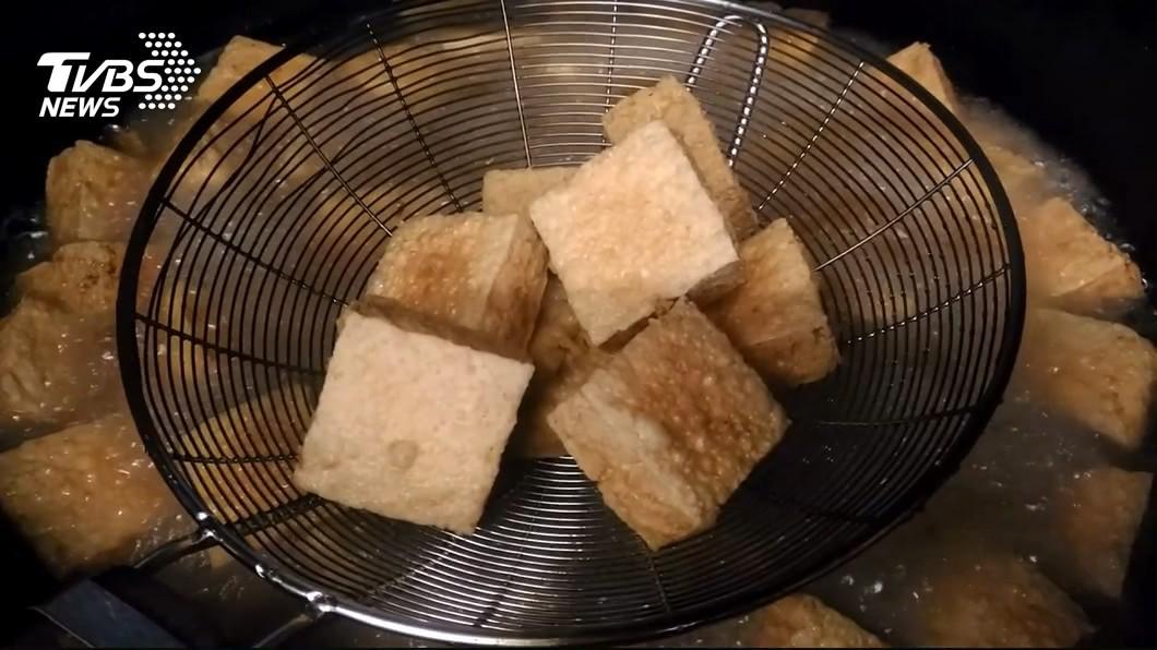 臭豆腐是台灣經典的美食小吃之一。(示意圖/TVBS) 怎樣吃臭豆腐最美味?老饕曝獨門秘招:超銷魂