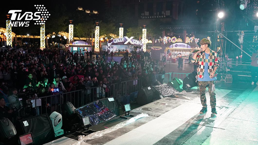 鼓鼓在演唱會前兩天彩排時,現場已聚集大批粉絲排隊等候。(圖/TVBS) 新北耶誕 蕭敬騰 鄧紫棋周末登場