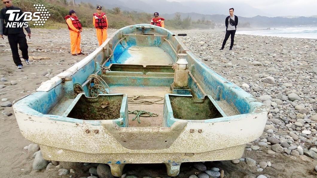 圖/中央社(民眾提供) 東海岸出現日籍無人漁船 研判繞了太平洋一圈