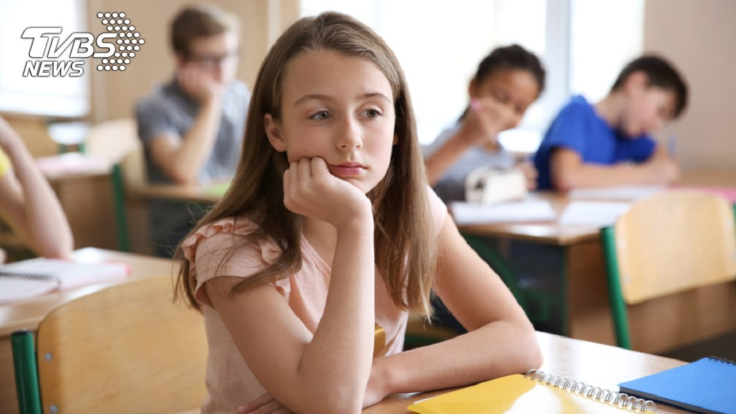小孩的功課和家庭聯絡簿,家長們都十分注意關心。(示意圖/TVBS) 女兒字寫太小…母抱怨看得眼睛快脫窗 網見第1行笑翻