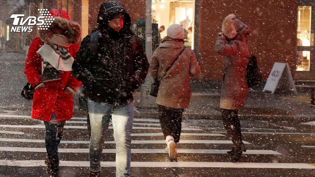 圖/達志影像路透社 瞬間暴雪能見度零 曼哈頓秒遭「雪颮」吞噬