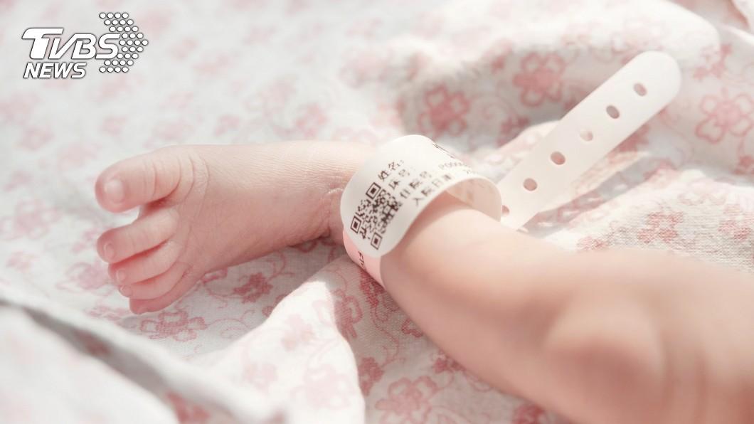 (示意圖/TVBS) 臨盆太慌張...孕婦急扯手腳 害「嬰兒斷頭」剩殘肢