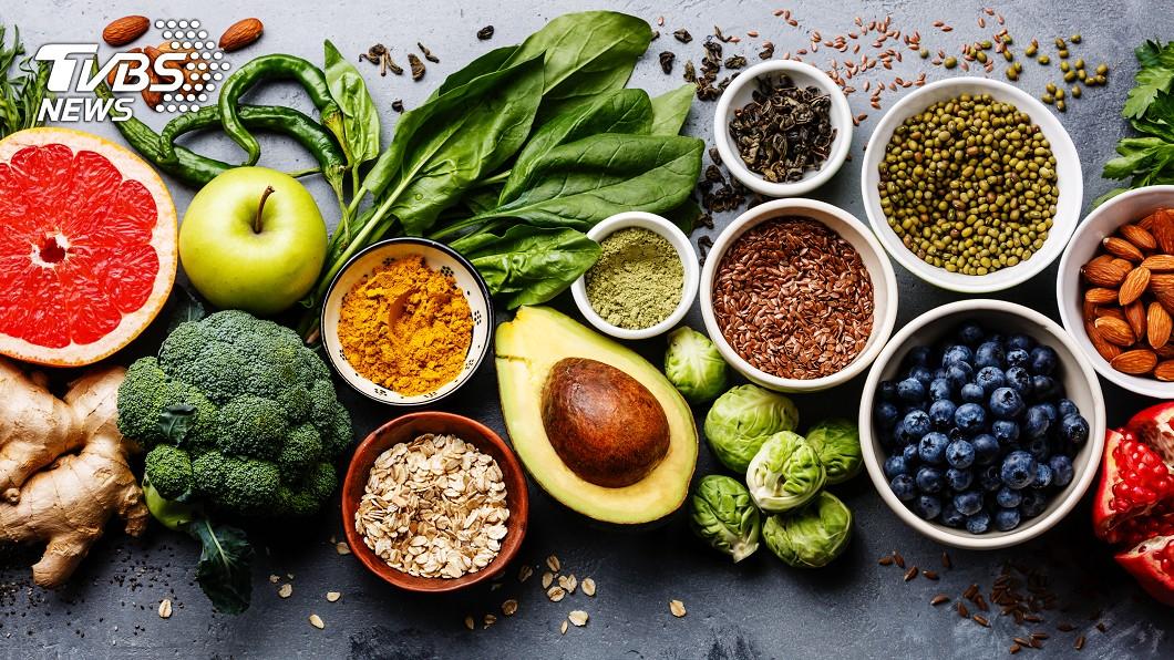 多吃蔬果有助改善憂鬱情緒。(圖/TVBS) 少吃加工食品! 研究:蔬果有助「抗憂鬱」