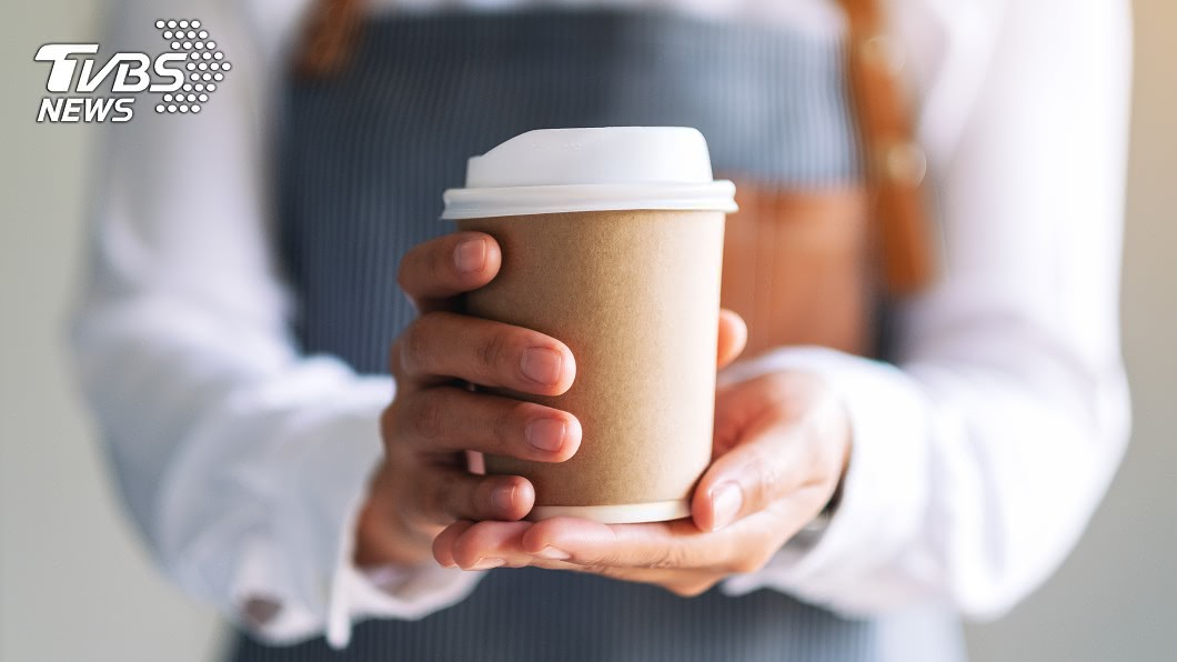 你也有過這種經驗嗎?示意圖/TVBS 逛街驚覺「咖啡消失了」…急奔回店裡找 店員1句話點醒