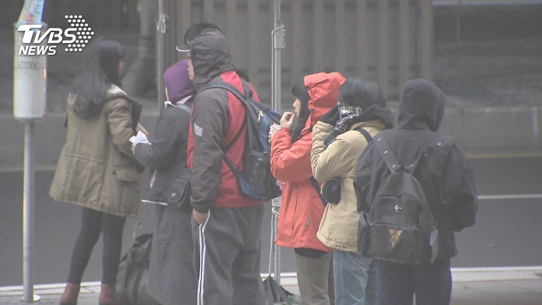 今年第29號颱風「巴逢」生成。示意圖/TVBS 東北季風來襲「低溫下探14度」 颱風巴逢恐攪局跨年