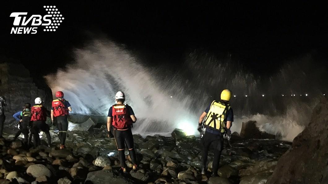 圖/TVBS 探勘切割擱淺貨輪 失蹤潛水員遺體遭尋獲卡船艙