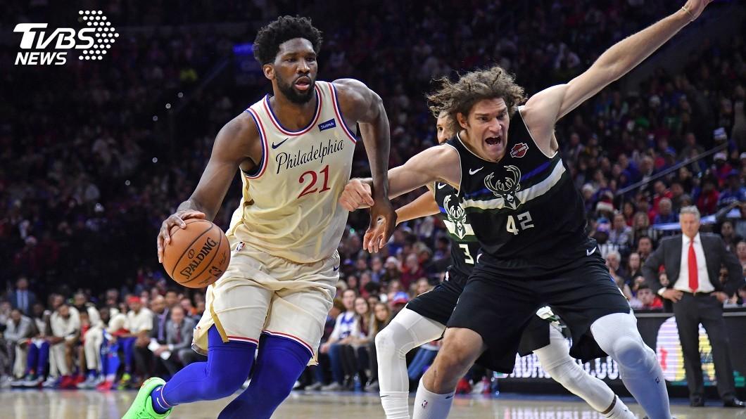 圖/達志影像路透社 NBA耶誕大戰 恩比德「雙十」率76人擒下公鹿