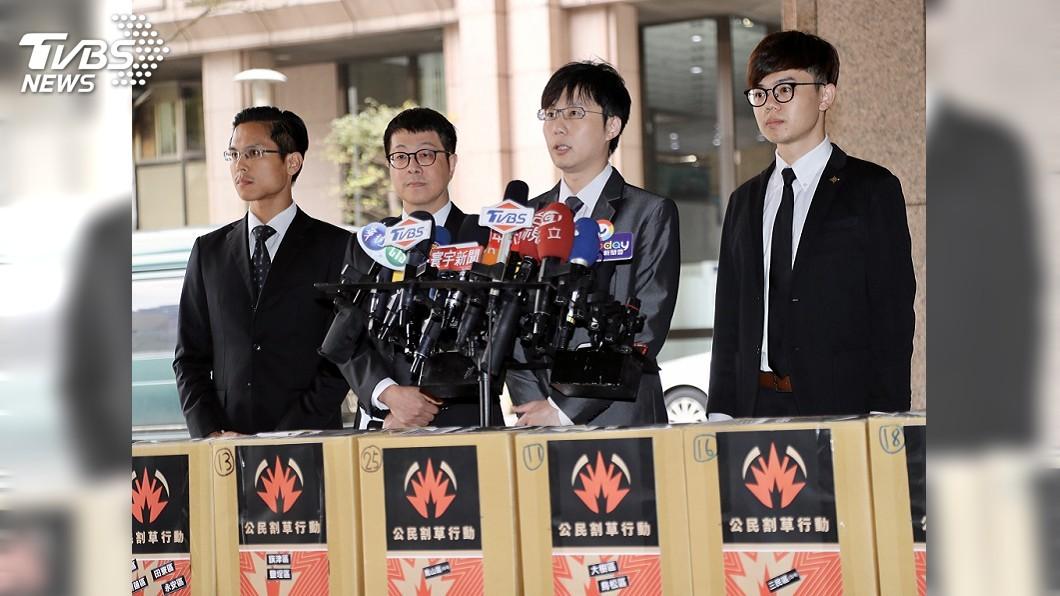 圖/中央社 公民團體發起罷韓 3萬份提議書送抵中選會