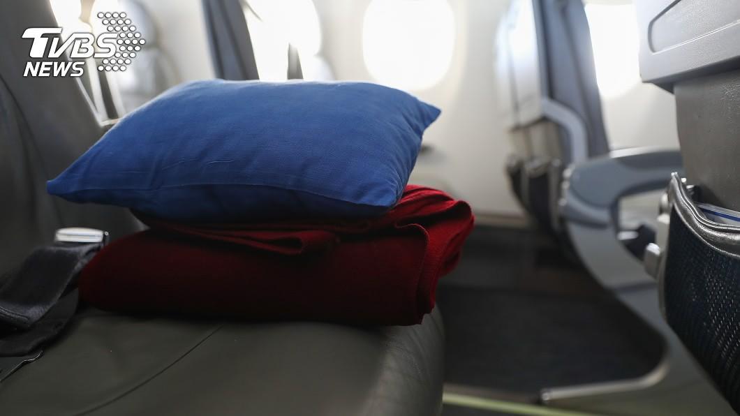 示意圖,與事件無關。/TVBS 為何拿毛毯當坐墊? 空姐揭機上「超噁內幕」眾人嚇傻