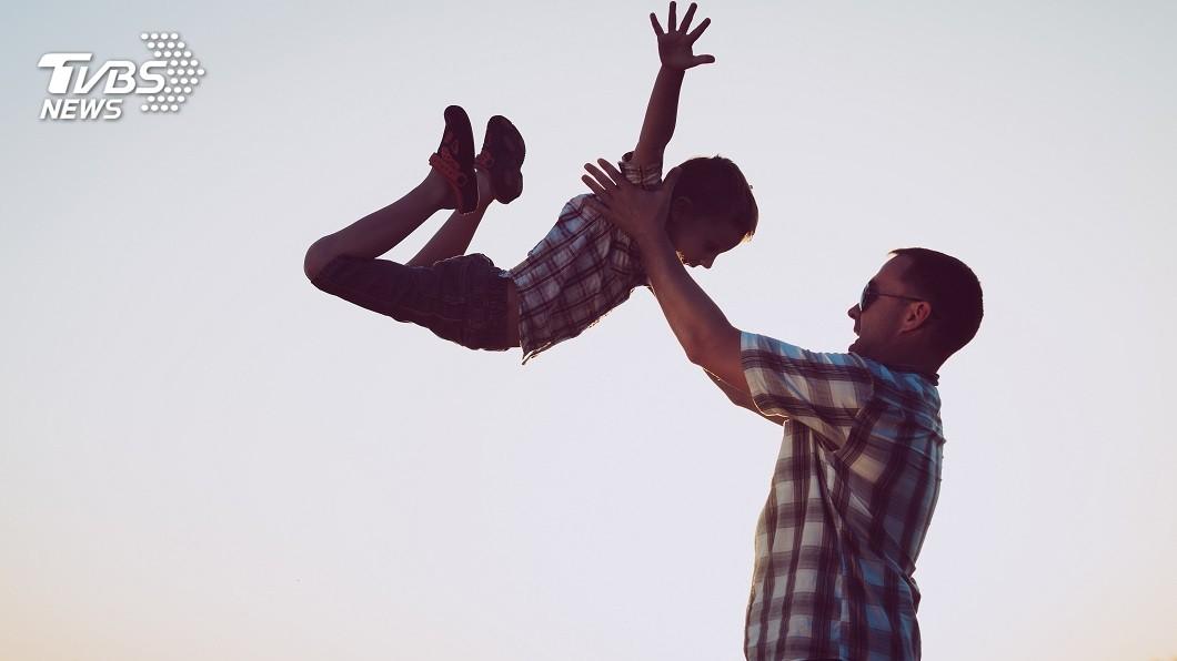 1名父親要捐血救兒,竟發現孩子非他親生的。(示意圖/TVBS) 父欲捐血救重病兒 一驗DNA超綠「3子女都非親生」