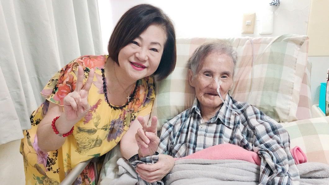 高齡94歲的「國寶歌王」文夏將接種AZ疫苗。(資料照/台灣優質生命協會提供) 昔中毒暴瘦剩25KG 94歲歌王將打疫苗「妻認安全」