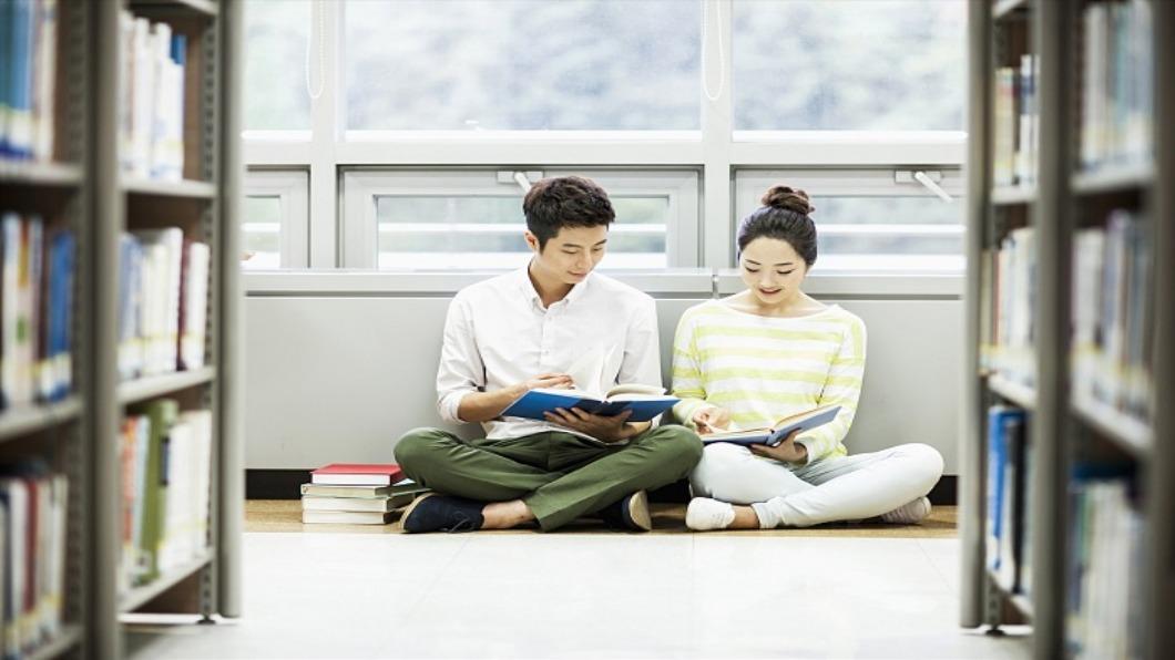 示意圖/達志影像 日本年輕人不閱讀?!付費書店.書旅館出籠