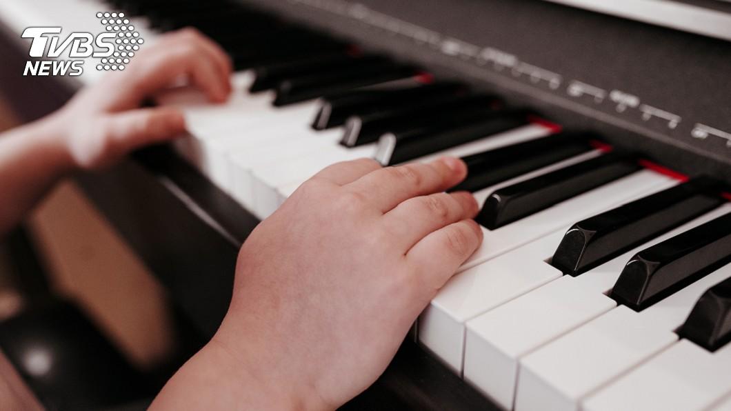 很多人小時候都上過鋼琴課。示意圖/TVBS 小時候補習+才藝會有用嗎? 網友點出「大人的矛盾」