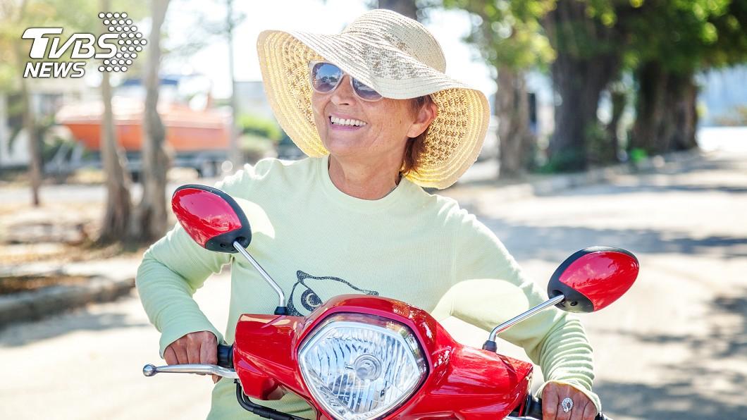 示意圖/TVBS 80歲嬤獨自機車環島 不會上網全靠問人:台灣變美了