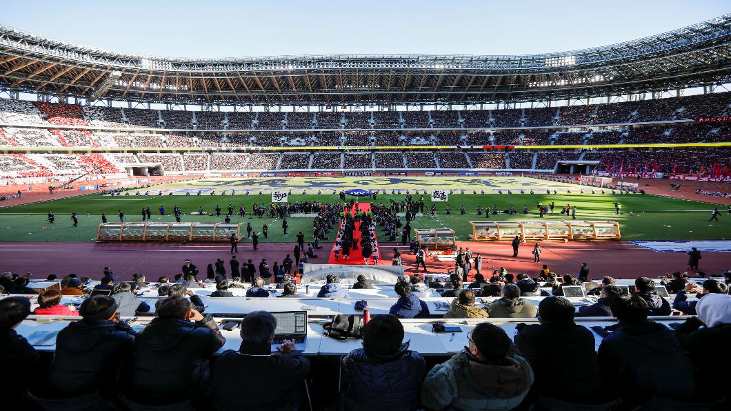 圖/達志影像路透 國立競技場元旦開賽 5.7萬人朝聖東京奧運主場館