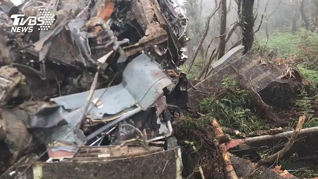 黑鷹直升機墜毀失事報告出爐,屬環境與人因複合因素。(圖/TVBS資料畫面) 黑鷹失事調查報告公布 瞬間進雲不及爬高墜毀