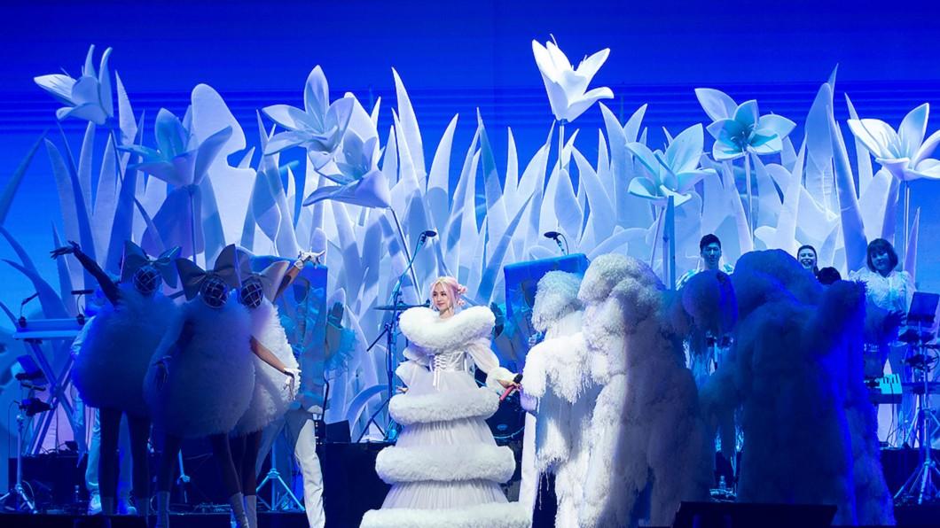歌手蔡依林(中)的Ugly Beauty演唱會,以6章節、6顏色打造13組造型,開場氣勢凌人。(圖/凌時差提供) 加碼20年前出道曲! 蔡依林:因為這首歌踏入演藝圈