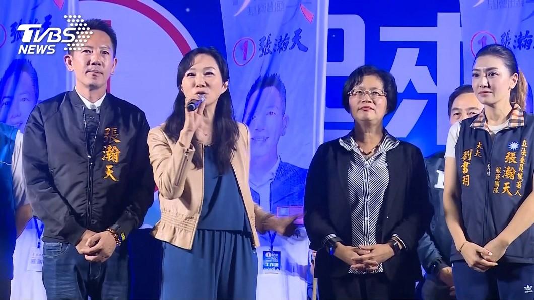 韓國瑜夫人李佳芬到彰化參加造勢活動,自嘲她和丈夫是天下最黑夫妻檔。(圖/TVBS) 代夫出征彰化造勢 李佳芬自嘲:天下最黑夫妻檔