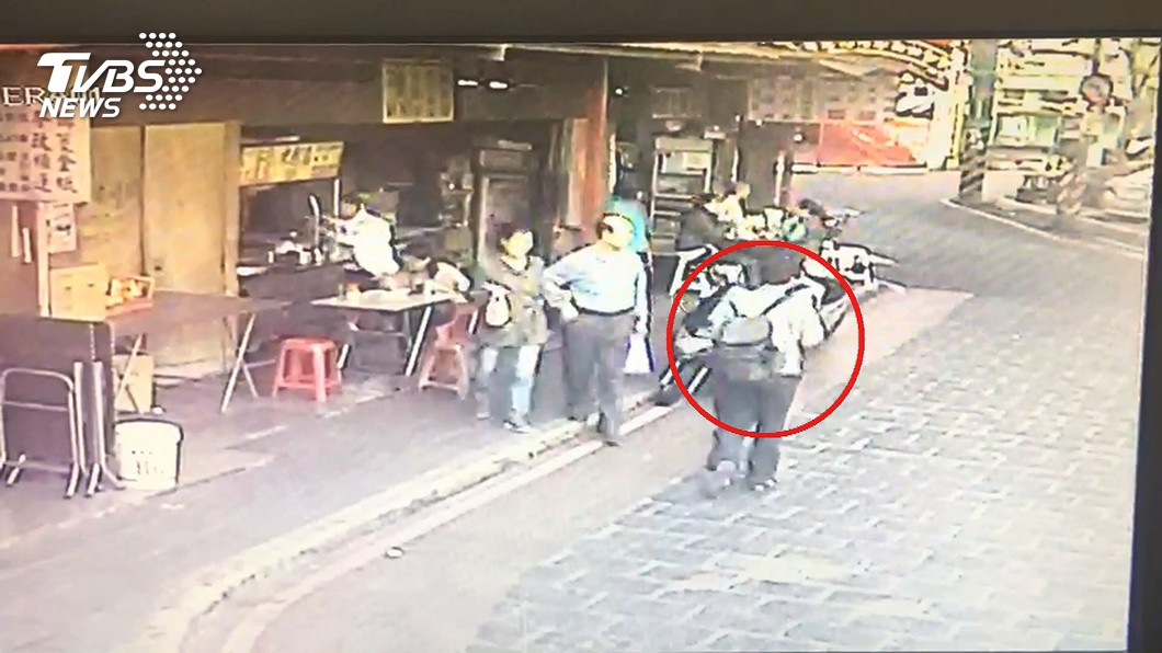 圖/TVBS 台大生公車「掐童脖」 母驚大喊:幫我報警