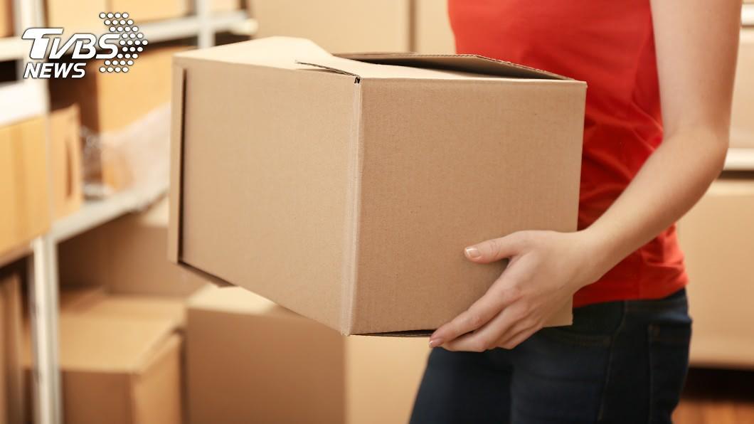 近年來快遞、宅配逐漸成為生活日常。(示意圖/TVBS) 快遞員收貨掉出「黃金蟒」 飼主冷吐1句惹怒眾人