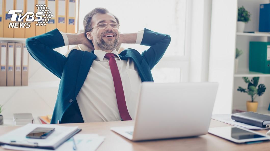 你覺得工作最重要的是什麼?(示意圖/TVBS) 月薪不滿30K卻不捨離職? 過來人見「職場優點」戰翻