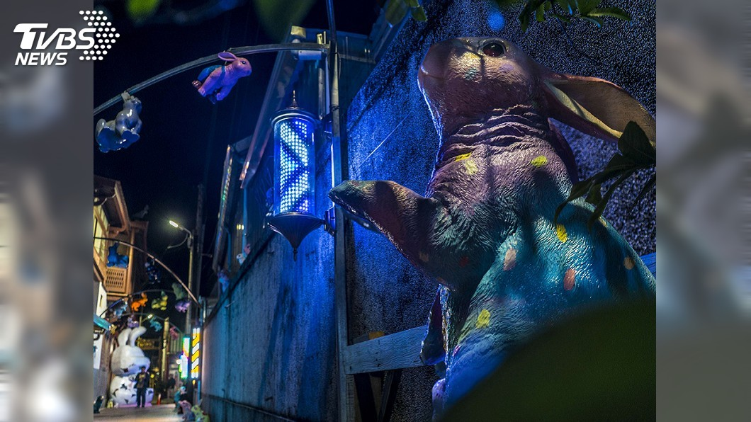 為月津港燈節暖身的台南鹽水月之美術館秋季展。圖為禹禹藝術工作室作品「連成兔行」。圖/台南市文化局提供 月津港燈節將登場 台南雙燈會春節吸客