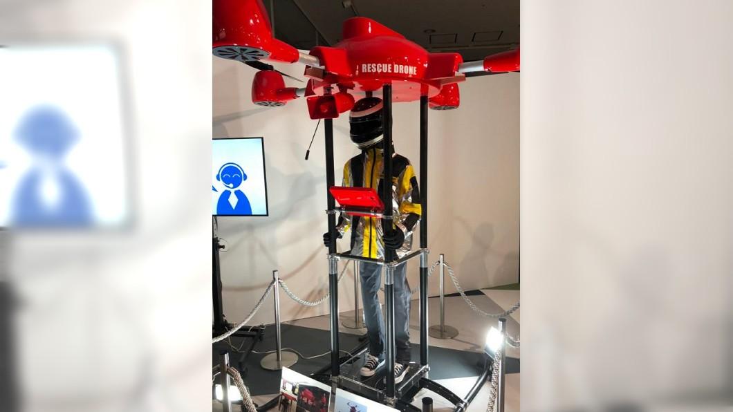圖/翻攝自つなまよ推特 日研發直立式無人機 可將人載出受困區
