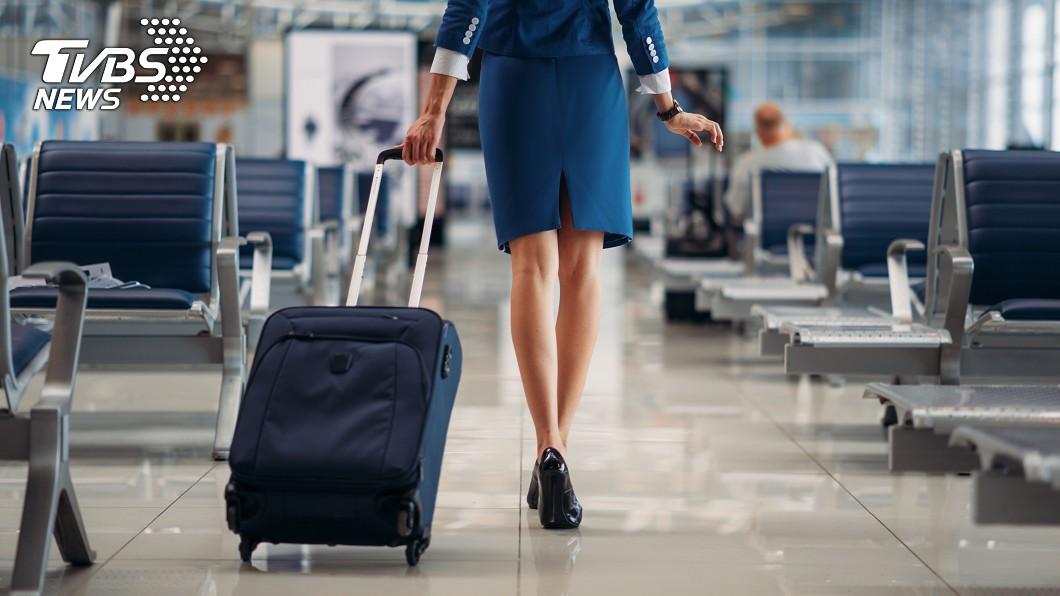 空服員沒必要提供給客人聯絡方式。(示意圖/TVBS) 空服員下飛機「秒裝不認識」 搭訕哥怒:一定寫投訴信