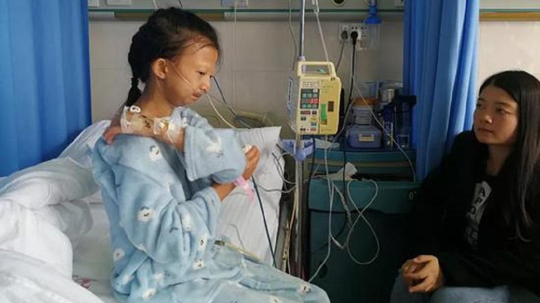 貴州1名24歲女大生為了救重病弟,省錢的她長期營養不良。(圖/翻攝自陸網) 連吃5年辣椒拌飯 24歲姊省錢救弟病逝僅21.5公斤