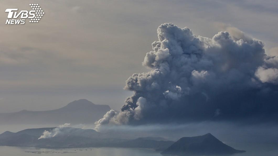 圖/達志影像路透社 旅菲台灣人返鄉投票 火山噴發無法回菲焦急心慌