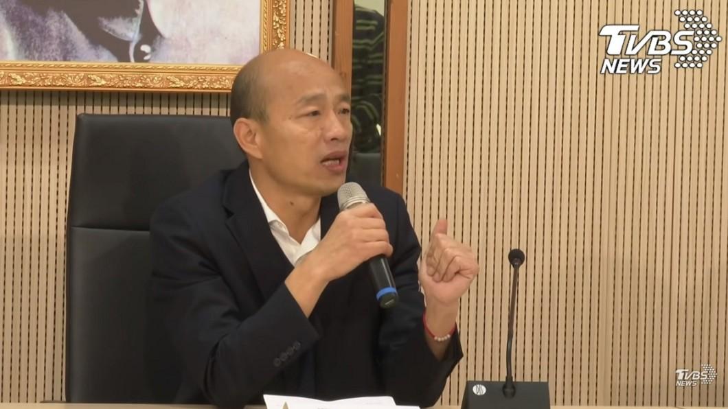 韓國瑜敗選後回高雄市政府上班先開記者會說明。(圖/TVBS) 驚爆韓「早決定取消國際記者會」!他怒轟:沒差那5分鐘