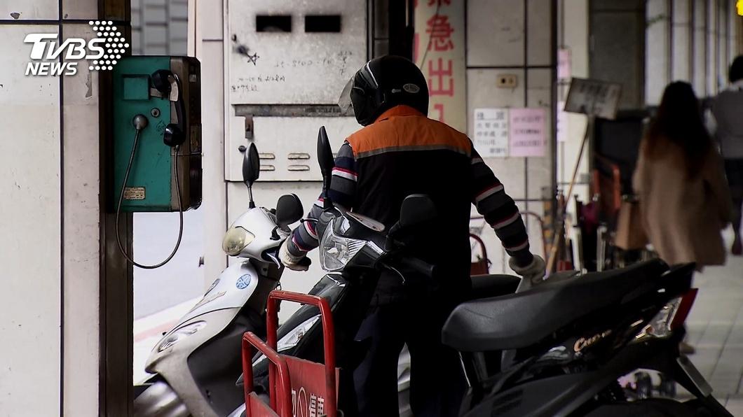 車主霸停店家門口20天。(示意圖/TVBS資料畫面) 車主霸停騎樓20天 店家苦勸「別鎖龍頭」反遭嗆