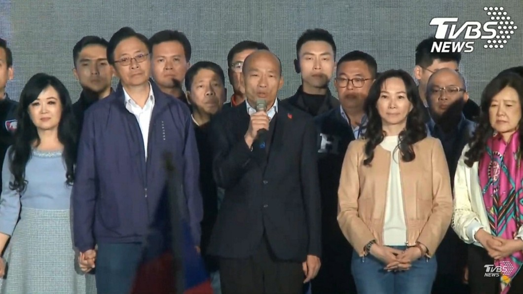 韓國瑜陣營發表敗選感言。(圖/TVBS資料照) 我對韓市長很抱歉...女星驚爆「韓粉轉投小英」內幕!