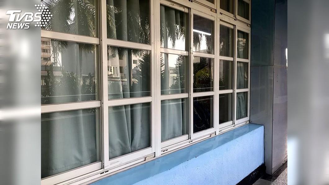 圖/教育局提供 大火濃煙惡臭學校閉門窗 立委批高雄市府應變慢