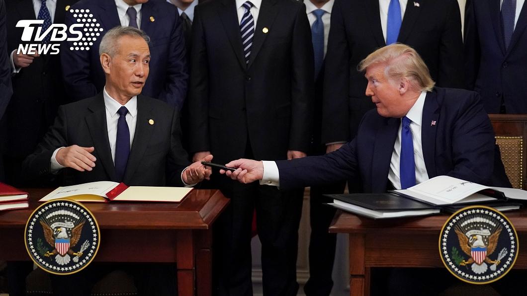 美中簽訂第一階段貿易協議。(圖/達志影像路透社) 美中簽首階段貿易協議 陸方2年將增購6兆產品