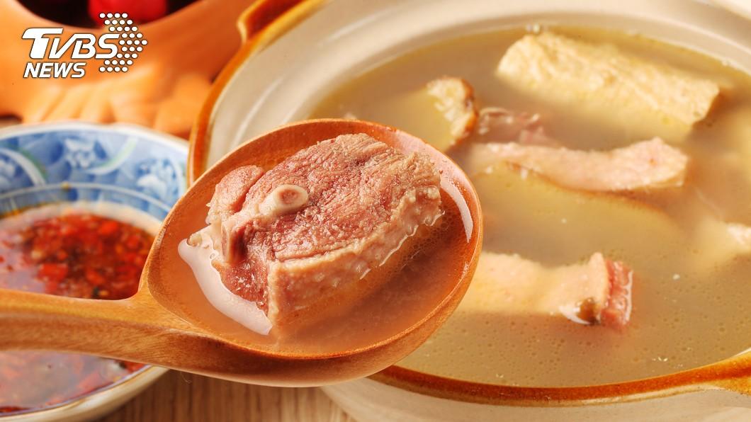 很多人會吃薑母鴨、麻油雞或羊肉爐進補。(示意圖/TVBS) 連吃7天薑母鴨!中年男頭上狂長膿包 醫師親揭真相