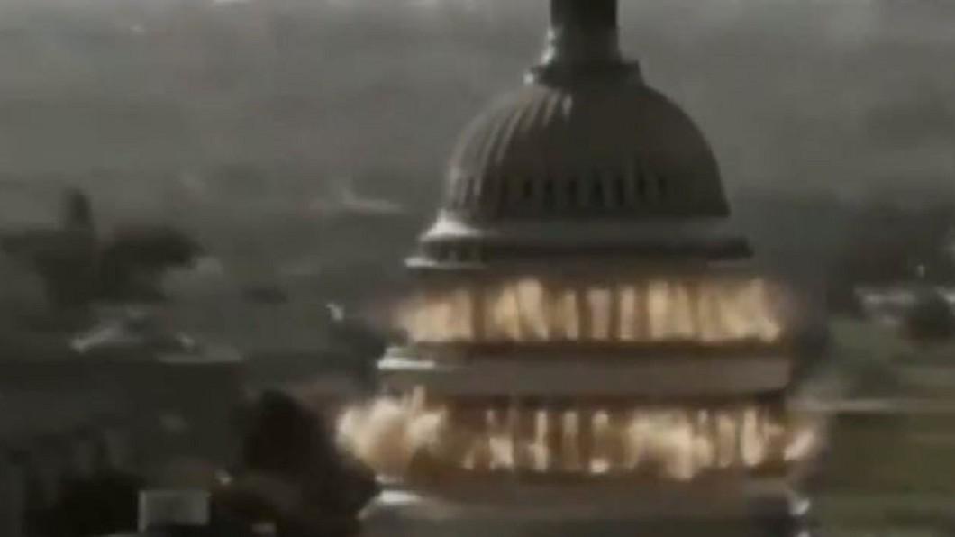 伊朗劇情短片中,挪用了好萊塢電影的片段。圖/翻攝自@MEMRIReports推特 伊朗播「轟炸白宮」短片 復仇美國暗殺將軍
