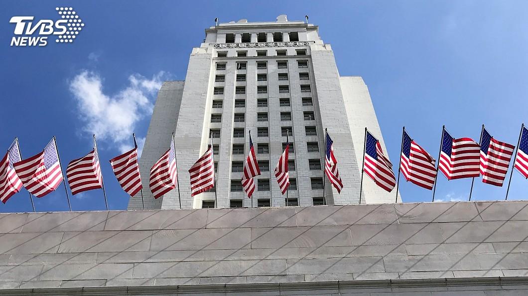 圖為洛杉磯市議會所在地的市政廳。圖/中央社 洛杉磯市議會提案挺道奇 擬向大聯盟討回冠軍
