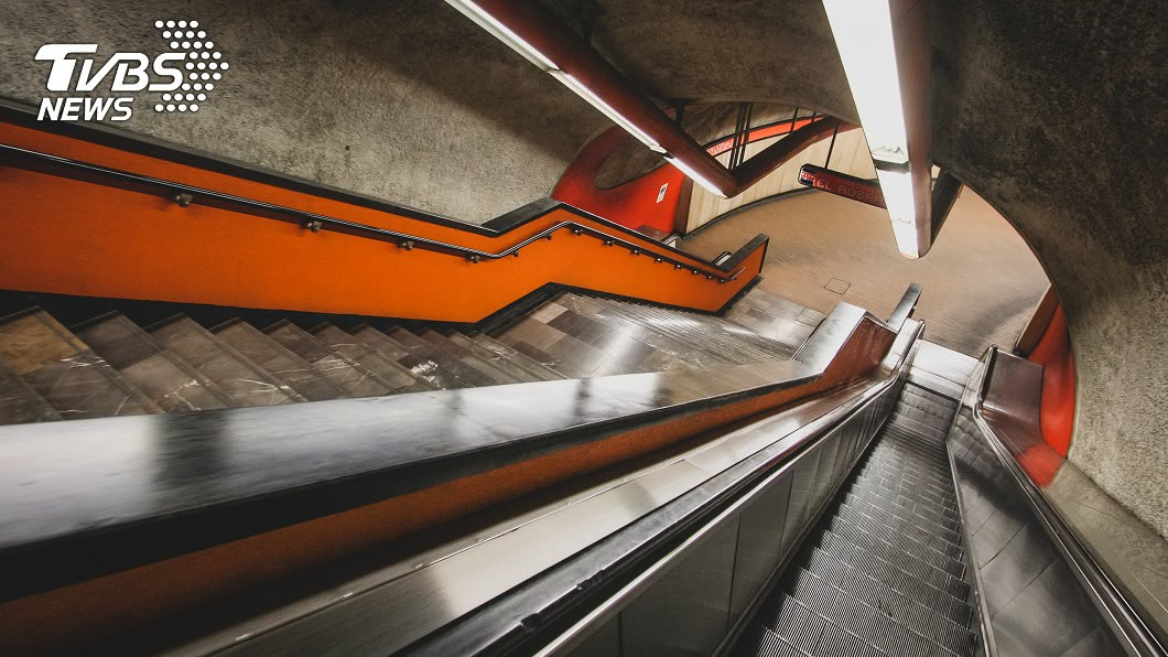 圖/TVBS 手扶梯頻故障!地鐵公司曝「超噁原因」:每次維修都看到