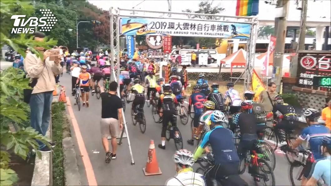 圖/TVBS 自行車賽遭撞斷牙 12歲童騎車喝水釀禍