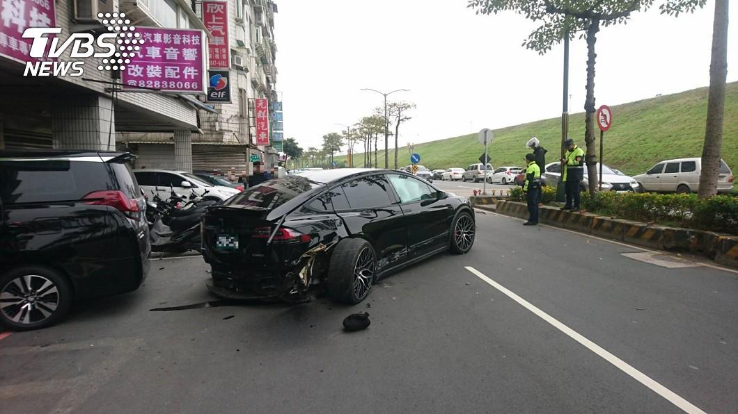 圖/TVBS 女童遭特斯拉猛撞喪命 爸媽目睹崩潰哭斷魂