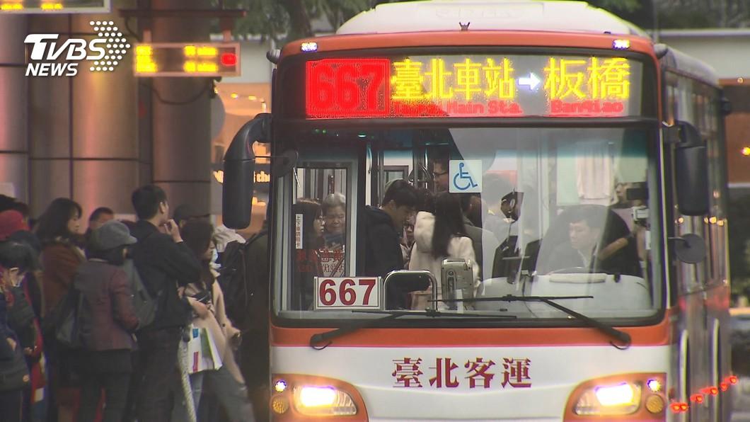 示意圖/TVBS資料畫面 公車司機早出晚歸拚5年 年終獎金剛入帳卻「逼哭女兒」