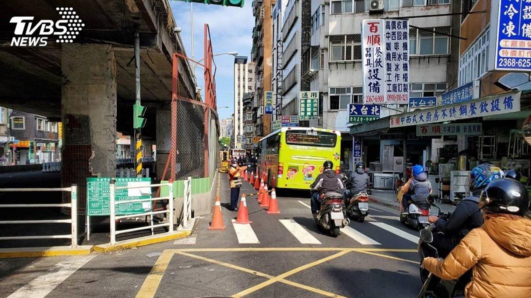 圖/台北市警察局交通警察大隊提供 重慶南路高架橋小年夜開拆 北市警交管疏導