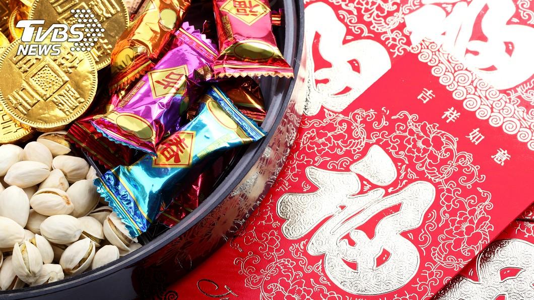 農曆春節許多民眾喜歡採買糖果、零食。(示意圖/TVBS) 過年零食哪種最好吃? 男曝「3地雷」:千萬別買