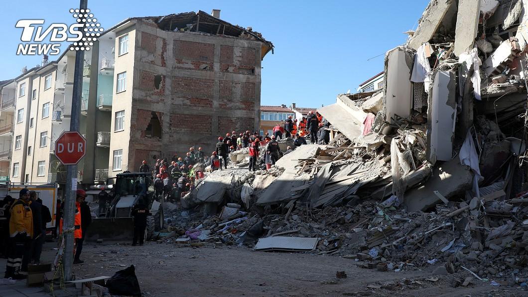 圖/達志影像路透社 土耳其強震31死 她受困瓦礫堆28小時獲救