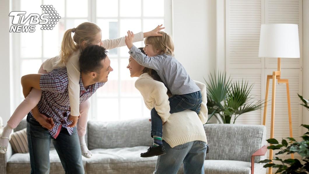 有網友詢問是不是沒生小孩過得比較好 (示意圖/TVBS) 親妹沒小孩爽買房度假 姊問「不生比較好?」掀熱議