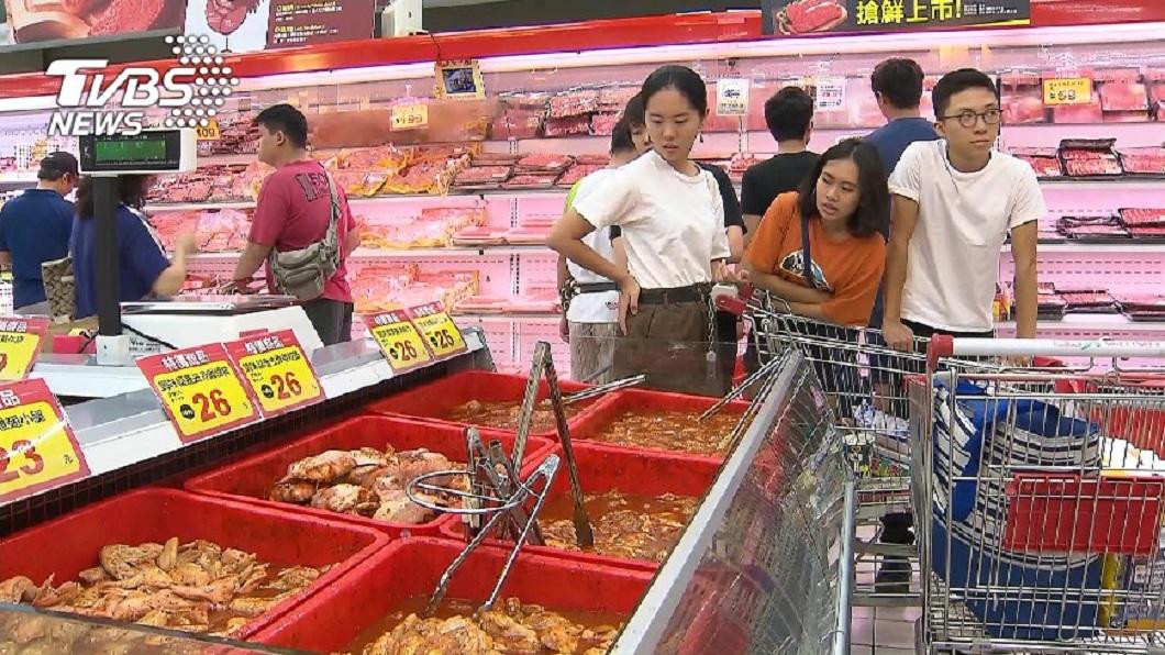 不少民眾都有去超市購買肉品的經驗。(示意圖/TVBS) 買豬肉片驚見「詭異黑斑」 內行人解答網大呼:長知識了