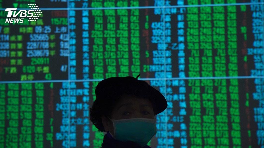 (圖/中央社資料照) 台股重挫319點失守12300點 台積電連7黑