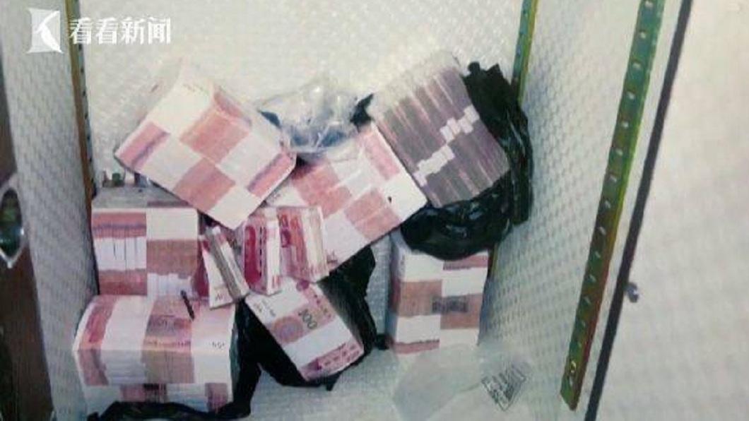 浙江1間公司的保險箱內原本放了120萬人民幣的現金,但竊賊只拿走27萬,警方獲報感到疑惑不解。(圖/翻攝自看看新聞) 保險箱520萬現金只拿117萬 賊:壞人不能做太絕